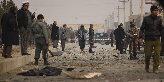 L'attentat des talibans a fait un mort et cinq blessés parmi les civils afghans qui se trouvaient à proximité.