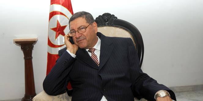 M. Essid a occupé plusieurs postes sous le régime du dictateur déchu Ben Ali.
