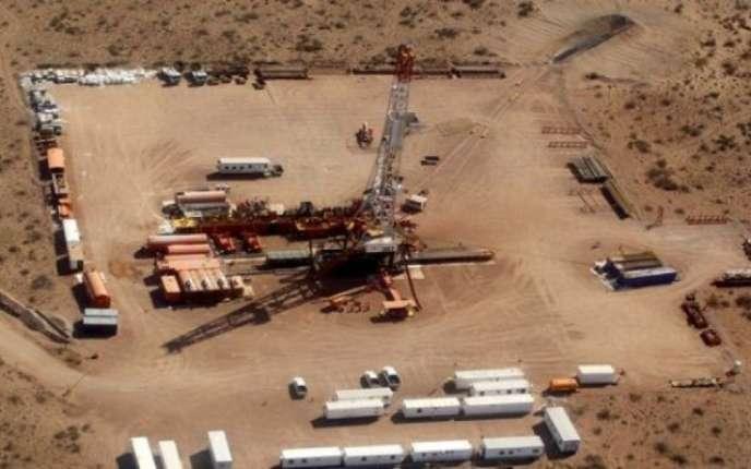 Un puits de forage de gaz de schiste en Algérie.