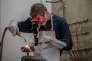« Nous devons construire une école où la phrase « puisqu'il n'est pas fait pour les études, il vaut mieux le mettre au boulot, le plus vite possible » sera définitivement bannie»(Photo: un apprenti, travail de plomberie, à Arras, 2014).