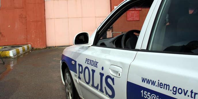 Une femme a tué un policier dans un attentat-suicide à Istanbul, le 6 janvier 2015.