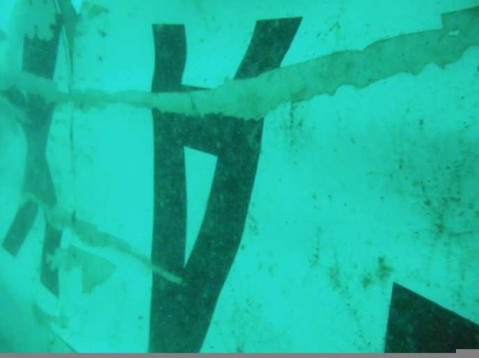Un morceau de l'épave de l'avion Air Asia.
