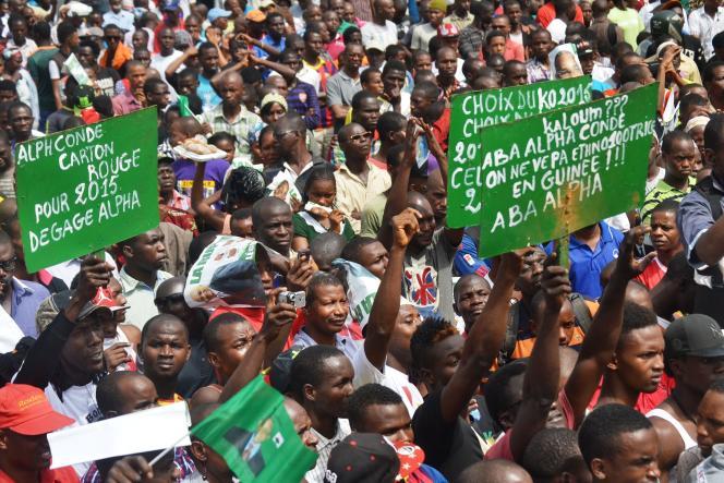 Des opposants au pouvoir manifestent à Conakry, le 7 janvier.