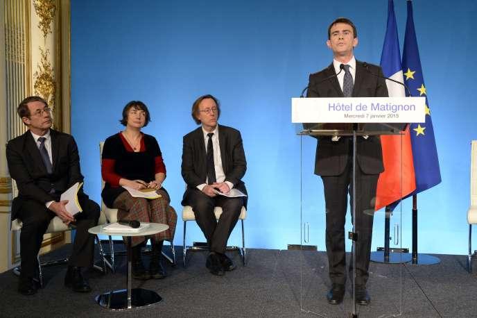 Jean-Denis Combrexelle (à gauche) lors d'une conférence de presse de Manuel Valls à Matignon le 7 janvier.