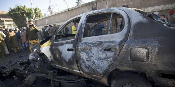 A Sanaa, le 7 janvier, l'explosion d'une voiture piégée devant l'académie de police a fait plus de 30 victimes.