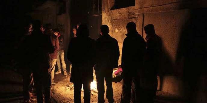 Partisans du PKK dans une rue de Cizre, le 27 décembre.