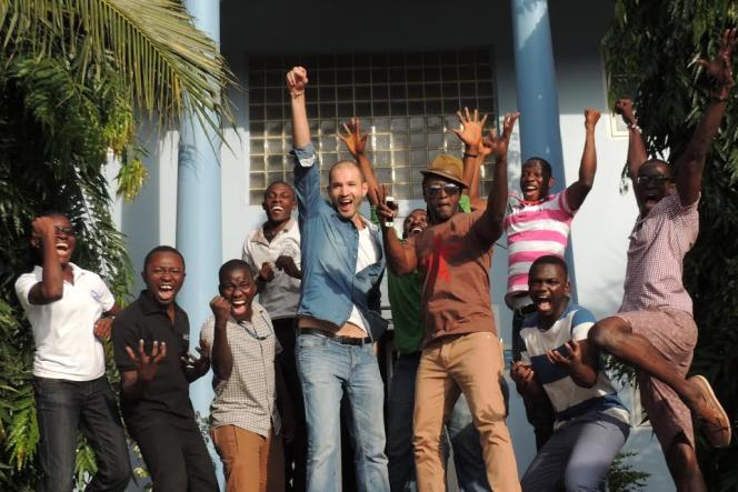 Samir Abdelkrim (au centre) lors de sa visite de l'incubateur de start-up MEST, au Ghana