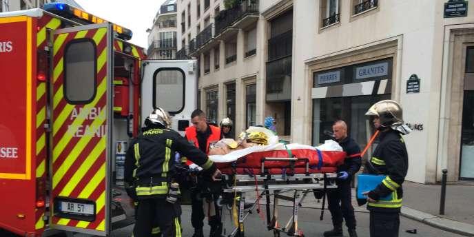 Un blessé évacué des bureaux de