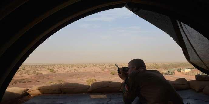 Après que le nord du Mali est tombé en 2012 sous la coupe de djihadistes liés à Al-Qaida, la France a lancé en 2013 l'opération Serval, devenue Barkhane en 2014.