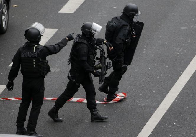 Des membres de la BRI à Montrouge, après l'assassinat d'une policière le 8 janvier.