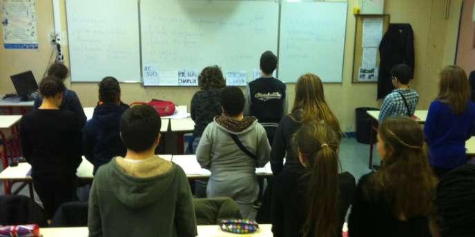 Minute de silence dans une classe de 6e du collège-lycée Maurice Ravel, à Paris, le 8 janvier.