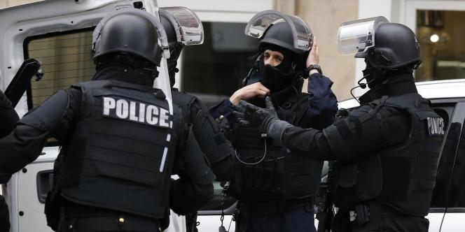 Des membres de la BRI arrivent à Montrouge jeudi, où une policière a trouvé la mort.