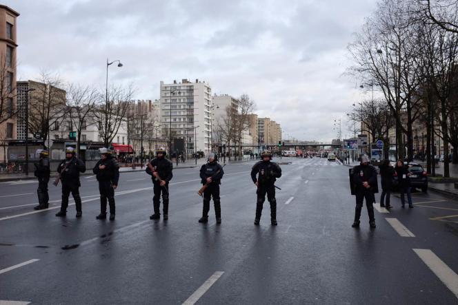 Des policiers mobilisés près de la porte de Vincennes, le 9janvier.