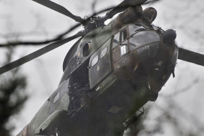 Un hélicoptère des forces de l'ordre à Dammartin-en-Goële, le 9 janvier.