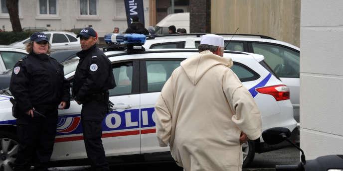 Près de la mosquée de La Rochelle, le 9 janvier.