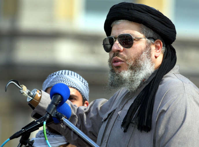 L'imam radical Abou Hamza à Trafalgar Square, à Londres, le 25 août 2002.