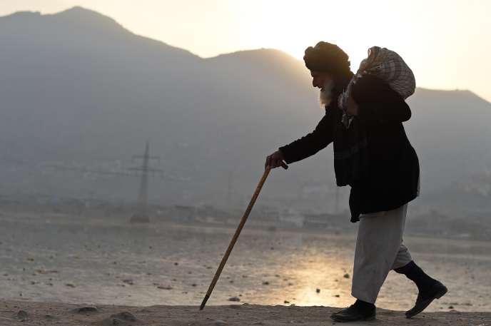 Le budget de l'Afghanistan dépend à 90 % de l'aide étrangère.