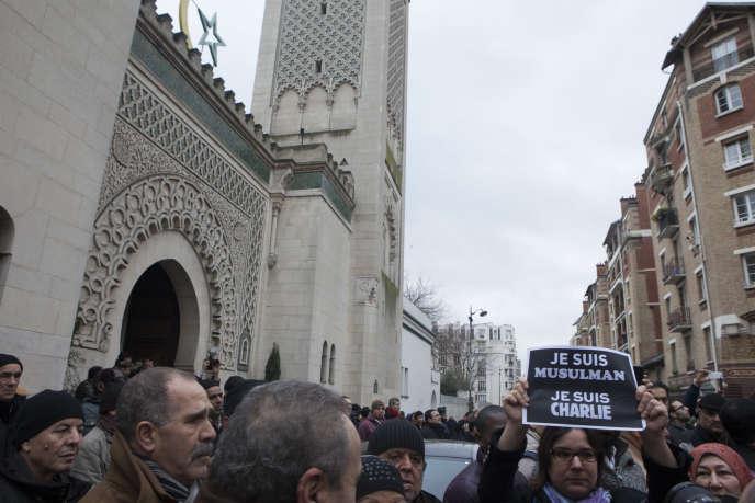 A la sortie de la grande prière, à la Grande Mosquée de Paris, le 9 janvier.