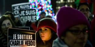 Hommage aux victimes de l'attentat contre l'hebdomadaire«Charlie Hebdo», vendredi 9janvier 2015, au JFK Plaza, à Philadelphie (Etats-Unis).