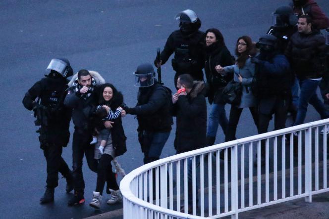 La libération des otages, après l'assaut des forces de l'ordre, porte de Vincennes, à Paris.
