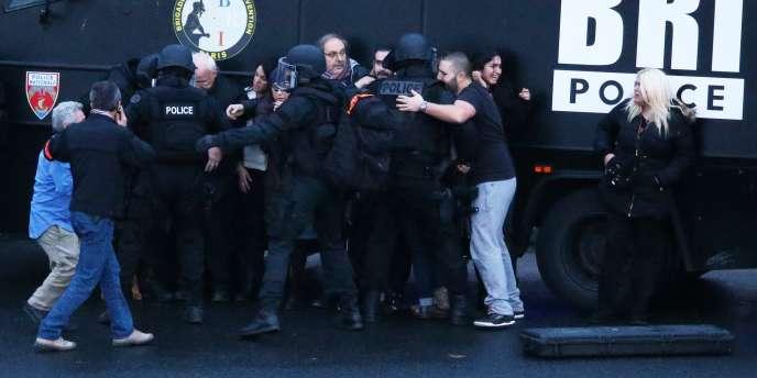 Assaut des forces de l'ordre et libÈration des otages qui se trouvaient dans le supermarchÈ cacher