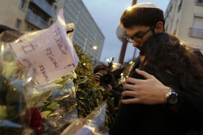 Hommage aux victimes de la prise d'otage dans un supermarché casher de la porte de Vincennes.