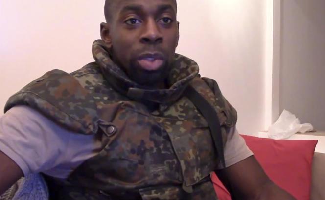 Amedy Coulibaly, dans une vidéo diffusée sur Youtube et Dailymotion, retirée dimanche 11 janvier par le ministère de l'intérieur.