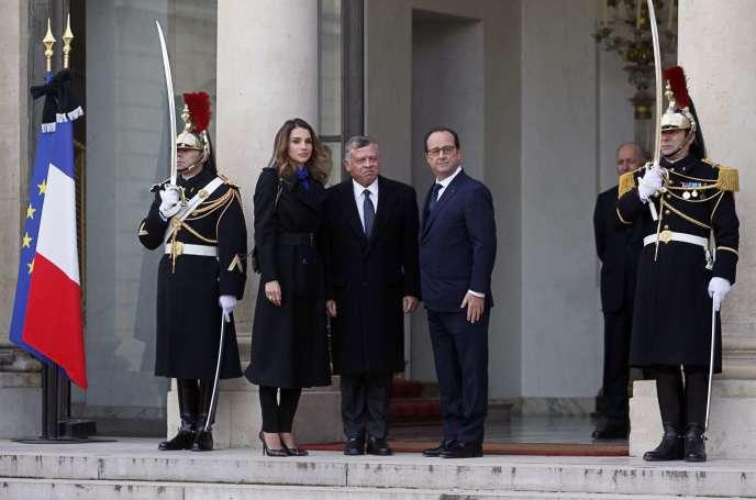 Le président français accueille le roi Abdallah de Jordanie et son épouse Rania à l'Elysée, dimanche 11 janvier 2015.