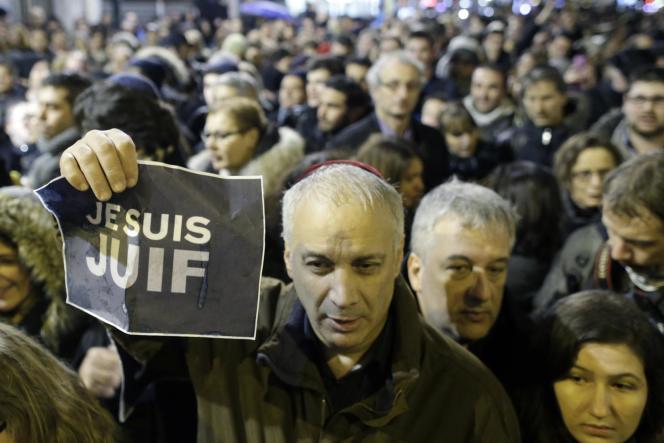 Manifestation de la communauté juive à la fin de shabbat, samedi 10 janvier, porte de Vincennes à Paris.