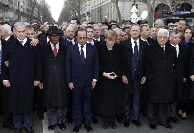 Les chefs d'Etat pendant la minute de silence, le dimanche 11 janvier, à Paris.