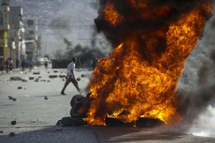 Lors d'une manifestation appelant à la démission du président haïtien, Michel Martelly, à Port-au-Prince, le 11 janvier.