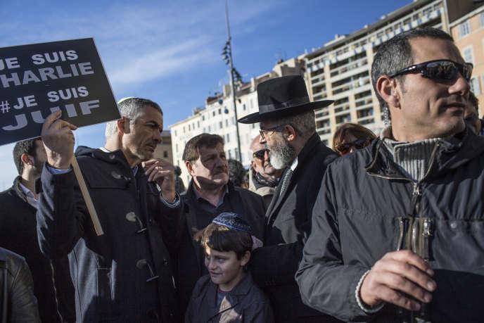 La manifestation républicaine à Marseille, dimanche 11 janvier 2015, a réuni 60 000 personnes.
