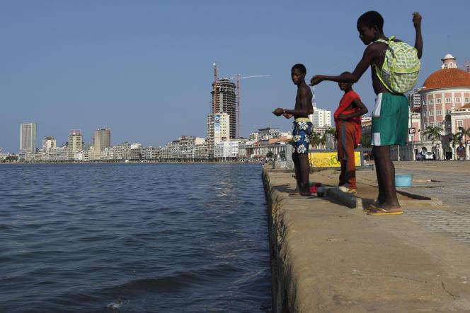 De jeunes Angolais,  le 20 janvier 2010 à Luanda.