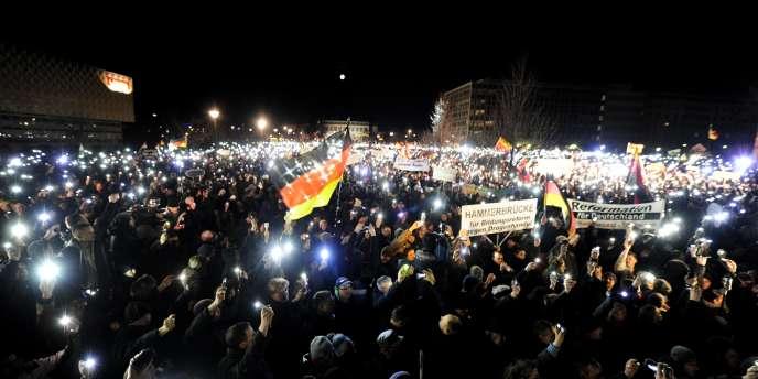 Depuis douze semaines, le mouvement Pegida rassemble chaque lundi plusieurs milliers de personnes dans les rues de Dresde (Saxe) et d'autres villes d'Allemagne.