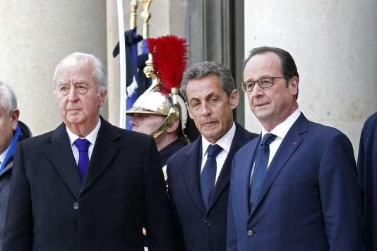 François Hollande veut réformer la Constitution en s'inspirant du comité Balladur de 2007, qui proposait d'inscrire l'état d'urgence dans la Constitution.