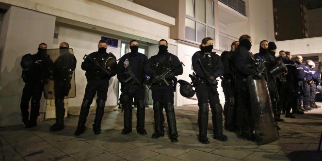 La police à Reims, le 8 janvier, au lendemain de l'attentat contre