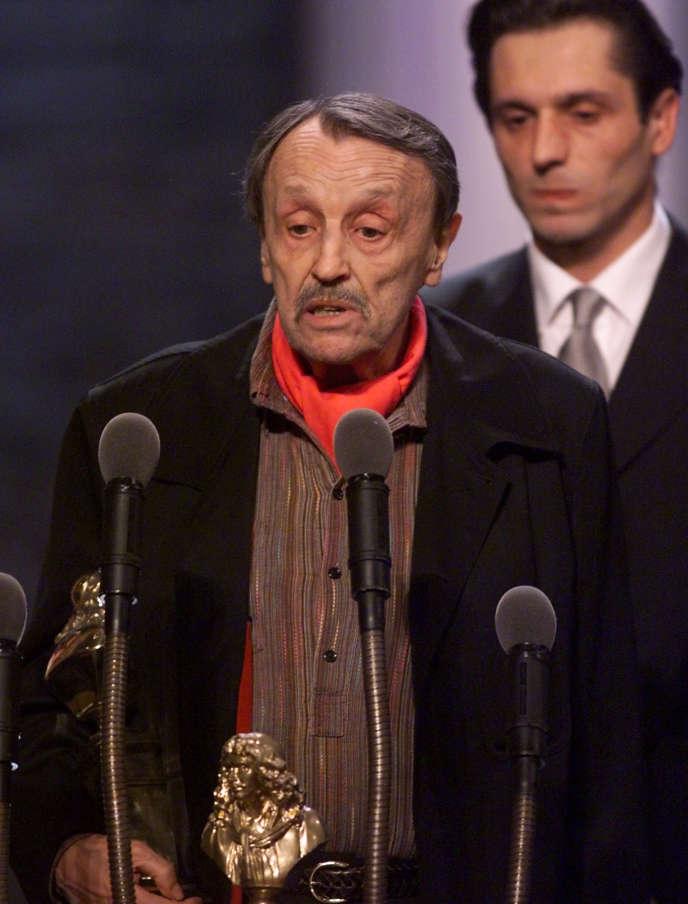 Marcel Cuvelier récompensé par le Molière  du meilleur comédien dans un second rôle à Paris, le 8 mai 2000.