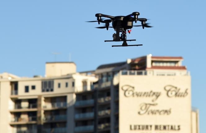 L'utilisation privée de ces petits aéronefs sans pilote, surtout d'usage militaire, permettant la prise d'images et d'informations, est jusque-là quasi interdite aux Etats-Unis.