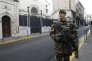 «Il y a, non pas une indifférence, mais un certain fatalisme chez certains de nos compatriotes pour qui les juifs sont des cibles. » (Photo: un légionnaire du1errégiment étranger de cavalerie monte la garde devant une synagogue à Marseille, le 13 janvier 2015).