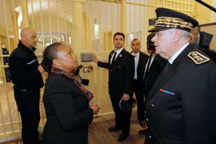 La ministre de la justice, Christiane Taubira, avec le préfet du Val-de-Marne, Thierry Leleu, à la prison de Fresnes, le 13 janvier.