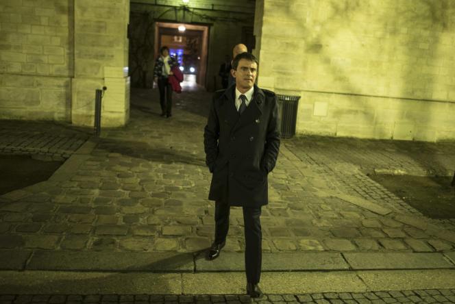 Manuel Valls après une réunion avec des parlementaires à l'Assemblée le 12 janvier.