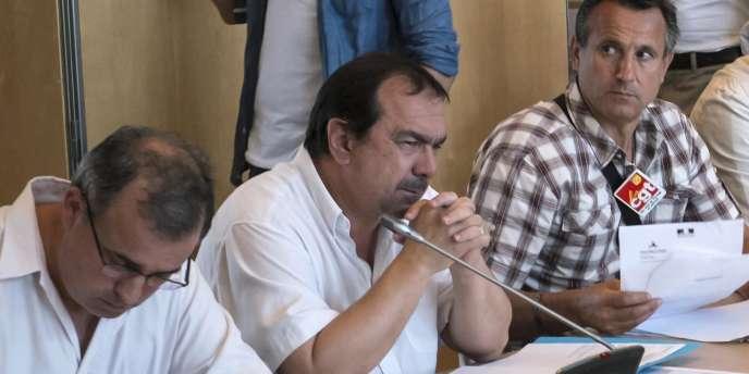 Philippe Martinez (au centre), à Paris, en juillet 2012.