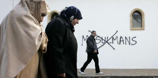 Les menaces et actions islamophobes ont triplé entre 2014 et 2015. Ici, un tag islamophobe sur la mosquée de Saint-Etienne, en 2010.