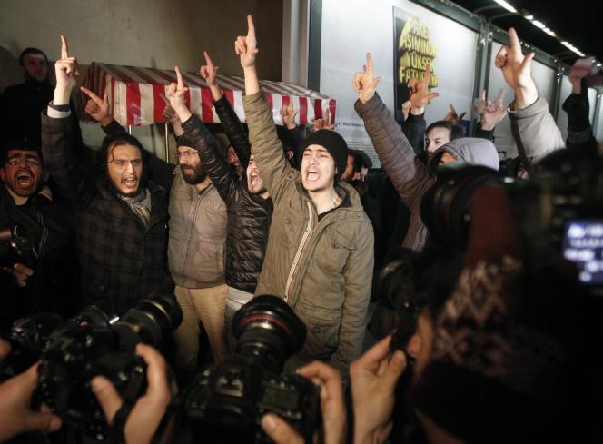Manifestation contre la publication des dessins de