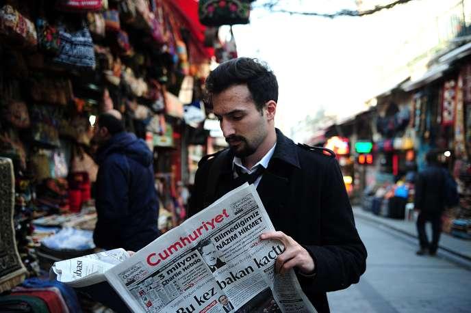L'« affaire Cumhuriyet », qui a commencé à la fin de 2016 après l'arrestation d'une vingtaine de collaborateurs du journal, est devenue le symbole de la détérioration de la liberté de la presse en Turquie.