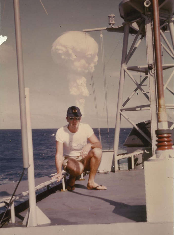 Claude Lequesne, marin sur l'Edic 9082, engin de débarquement de l'infanterie et des chars, en 1966, à Muroroa.