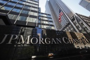 Devant les locaux de la banque JP Morgan Chase à New York, en septembre 2013.