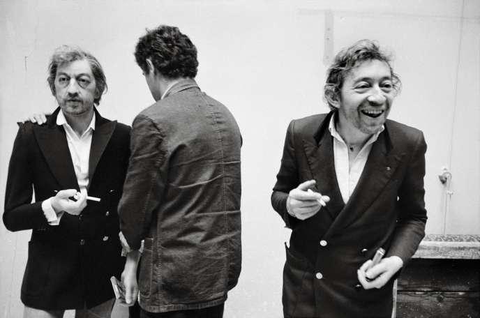 Paris vu par les photographes de Magnum : Gainsbourg et son double de cire, au Musée Grévin, en 1981.