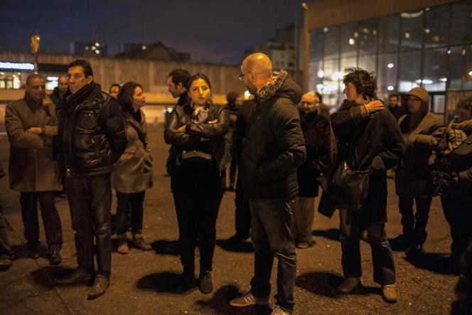 Rassemblement du collectif Pas sans nous en solidarité avec les victimes des attentats, devant la préfecture de Bobigny, le 12janvier.