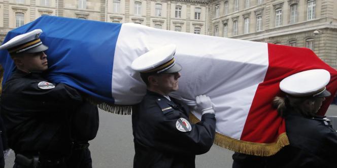 Le cercueil de Clarissa Jean-Philippe lors de l'hommage national rendu aux policiers morts pendant les attentats en France.